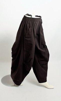 .Kekoo exclusive zwarte broek, steekzakken, elastische taille en ballonmodel met lussen op voor en achterpand