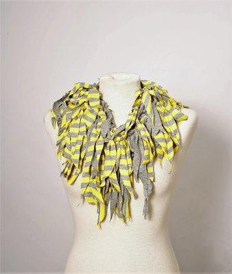 Myrjo geel grijze ketting met sliertjes ,handwerk
