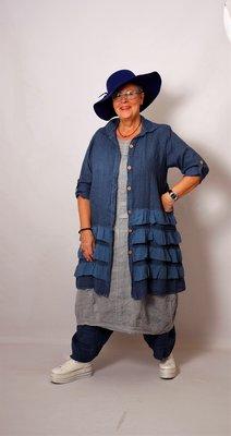 Moonshine blauwe lange blouse met knoopsluiting, ruches aan onderkant en oprolbare mouw