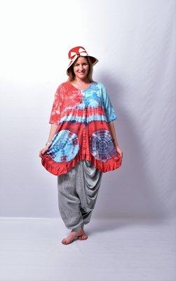 A-lijn vest/tuniek, ThomB blauw/rood, korte mouw, batik, tie-dye print, geplooide onderrand,