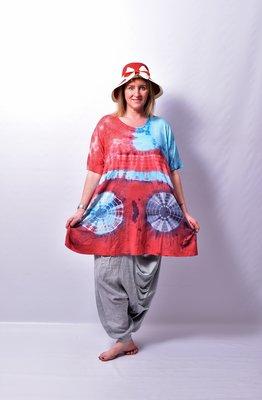 A-lijn Tshirt, ThomB, rood/blauw, korte mouw, batik, tie-dye print,