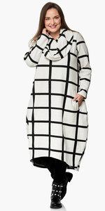 Jurk, kekoo offwhite/zwart met grote hangcoll mooie pasvorm, split midden achter