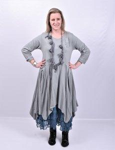 Jurk licht grijs Moonshine, zakken, lange mouw en punten onderaan de jurk