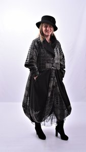 Lange mantel / jas zwart / grijs  met knoopsluiting en bollingen,Moonshine