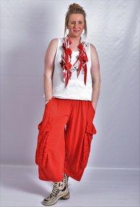 Ballonbroek  ruime broek, rood, grote zakken op been, rekbare.