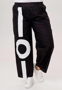 Broek Kekoo zwart, jeansstof met coating en grote witte print op voorpand, elastische taille, steekzakken