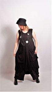 Myrjo Leuke stoere aparte zwarte jurk met zakken en plooien zonder mouw